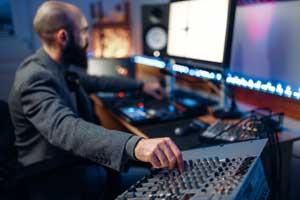 współpraca z wytwórnia muzyczna
