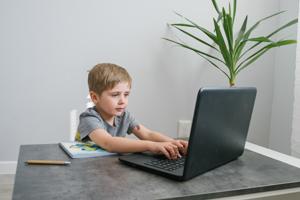 Gra ucząca szybkiego pisania na klawiaturze