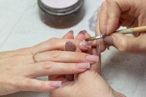 Przedłużanie paznokci akrylem