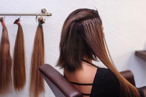 Doczepianie sztucznych włosów